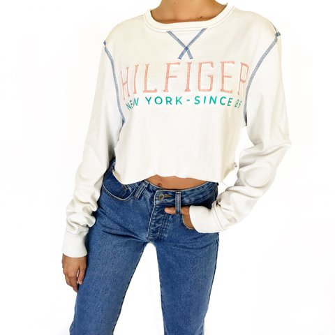 1b4d7982 Tommy Hilfiger cropped tee✨ Size XS. About 15