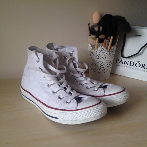 37c54b0bc04f White converse for sale! Size 5. Only work a couple of times - Depop