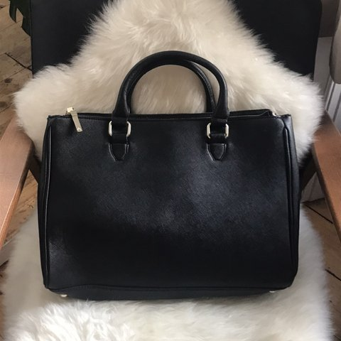 eb2be24bff @fmrry. 4 months ago. Edinburgh, United Kingdom. ZARA city bag. Black faux leather  bag with 5 padded compartments.