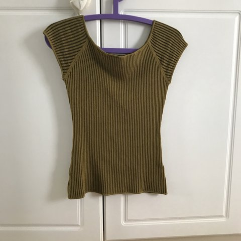 e893c35f3670d H M olive green knitted tshirt... lovely top so flattering a - Depop
