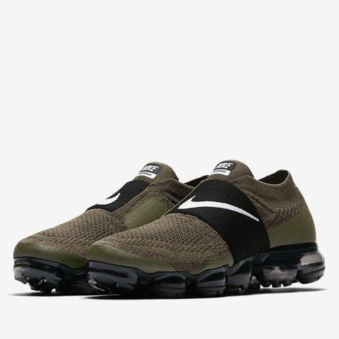 ce83c3bfde10 Nike Air Vapormax Flyknit Moc running shoe! Sold out in a - Depop