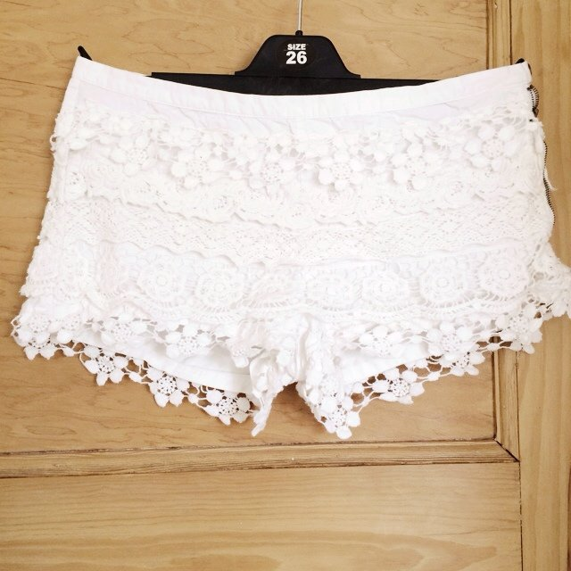 White Crochet Lace Shorts Look Like A Skirt Size 10 Zip Depop