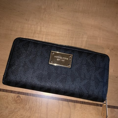 3a0de4f9b119 @chandlerloving. 5 months ago. McDonough, United States. slightly used  Michael Kors wallet ...
