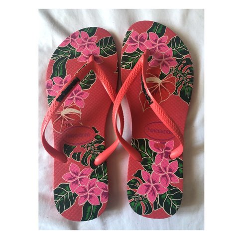 fccb9d956 Pink floral Havaianas. Brand new
