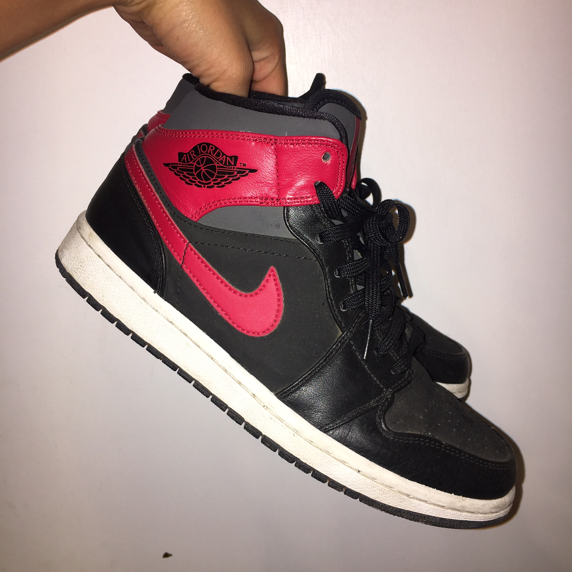 pretty nice c69f5 28e9a CLASSIC AIR JORDANS. YOUTH SIZE 7.5/ WOMENS SIZE ...