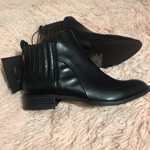 c9e93600806 Listed on Depop by roxeezy