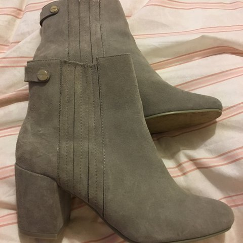 30eb34f6947 Zara size 4 grey suede heeled ankle boots. Worn once for a a - Depop
