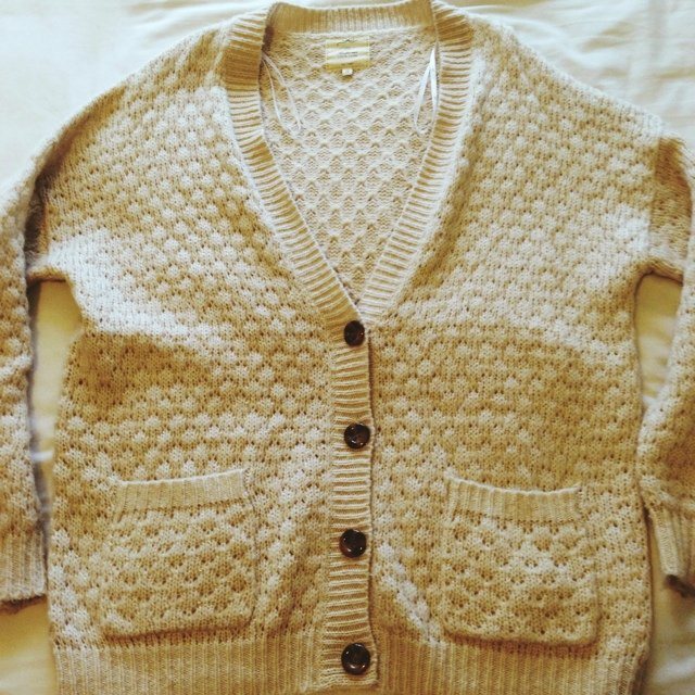 fee25e46a7 New Look chunky fisherman style cream cardigan. Lovely and - Depop