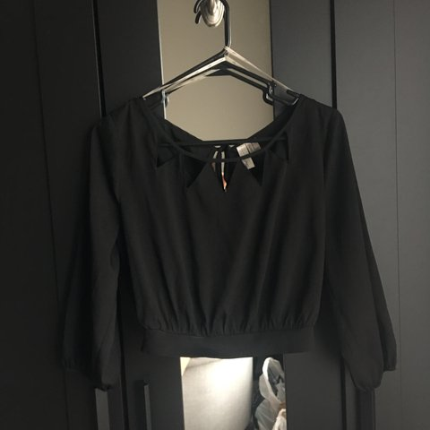 71aed87d0e4 @kimthaopham. last year. Katy, United States. Black Forever21 3/4ths sleeve  crop top. Has cutout triangle ...