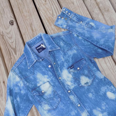 447ddf3f06 ⭐ Soaked In Bleach Shirt ⭐ This mens Wrangler pearl-snap a - Depop