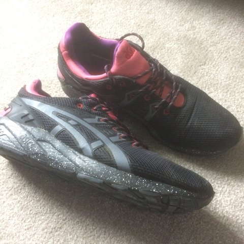 4fa0031fe952 asics gel lyte V pink black w  speckled sole great hardly to - Depop