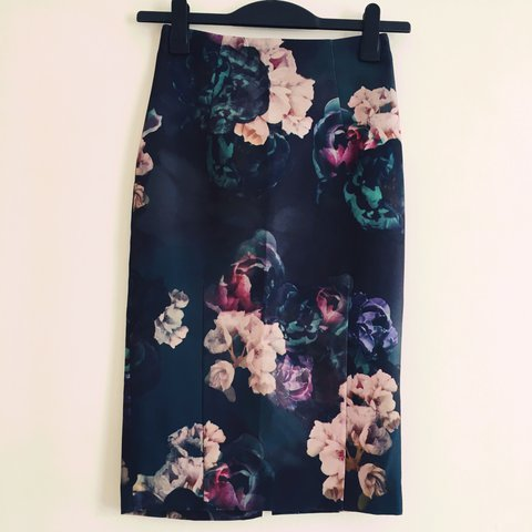 c01f14bf04 @sophiejostanderwick. 2 years ago. Newport, United Kingdom. TED BAKER style  pencil skirt from H&M. Stunning floral print ...