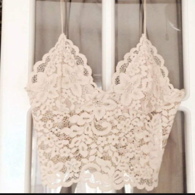 5499aa2b7ff90 Zara lace nude bralet top SOLD OUT size large would fit bra - Depop