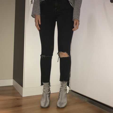 2751ce0f ZARA mid rise skinny jeans -Zara trafuluc size 36 or UK and - Depop
