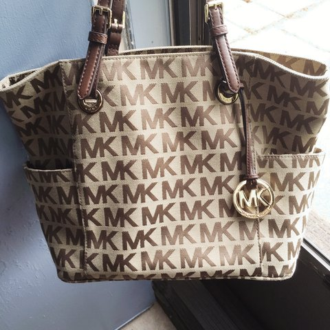50287bbdce4b @miicae. 3 years ago. Harlingen, TX, USA. A lightly used Large Authentic Michael  Kors Jetset Tote ...
