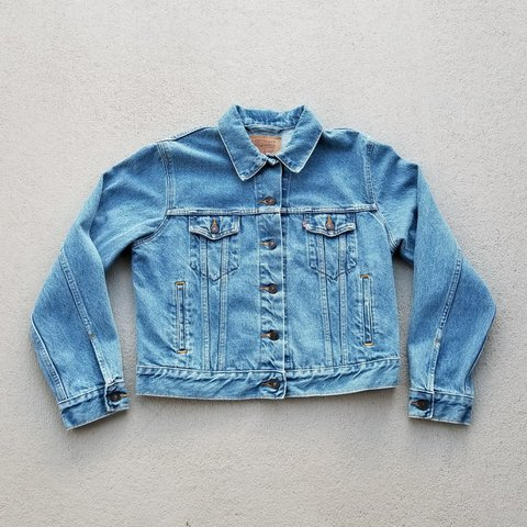 99d7b562be Vintage Levis light denim jacket! Great condition in women s - Depop