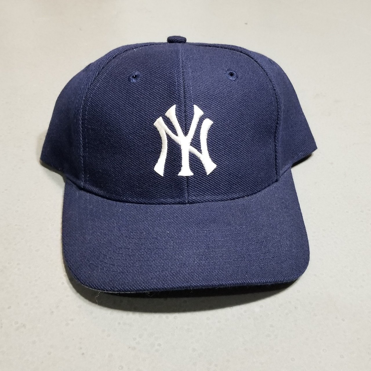 bb3c62073bf07 Vintage Yankees snapback hat! Great condition in OSFA now in - Depop