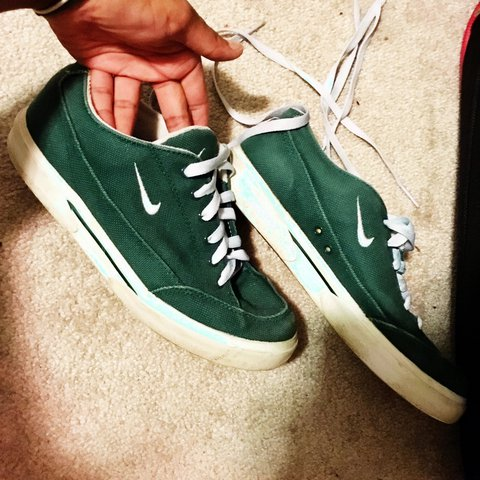 13721e78b5465 @nermsk. 2 years ago. Brampton, Canada. NIKE GREEN SHOES (thrifted) Used  Size 7-7.5 US