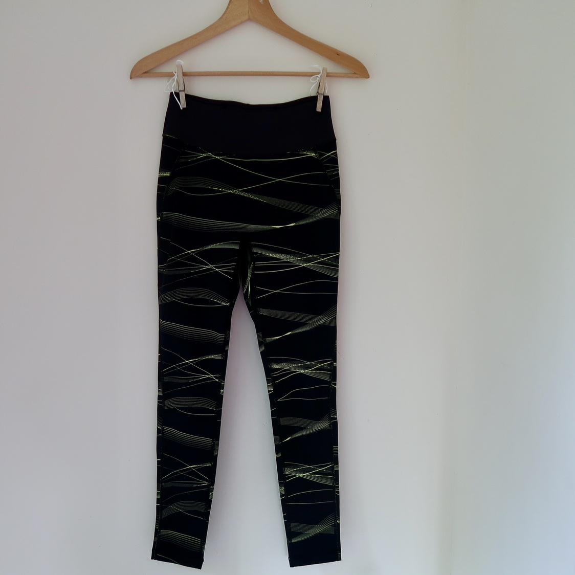 Uniqlo Airism Workout Leggings Black With Yellow Depop