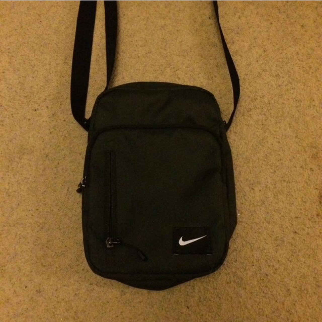 019a3d730554 Nike small bag - perfect condition - bargain. - Depop