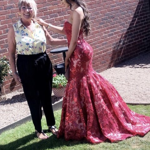 6491c86d01 @meliawilshirex. 5 months ago. Newark, United Kingdom. selling my prom dress  from Ladida boutique ...