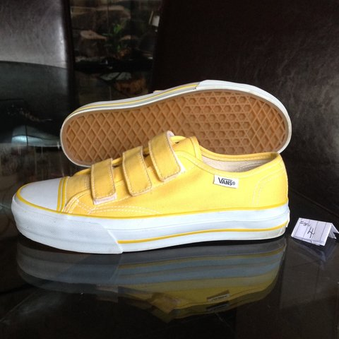 🌟👟🌟 yellow vans only worn once 🦄 • size