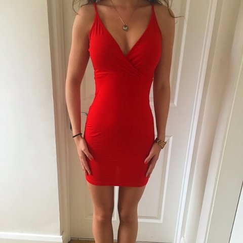 913809172d22 @evafrancesca. last year. Handforth, United Kingdom. ASOS red dress. Size 6,  but would easily fit a size 8 or 10. Only worn once, in perfect ...