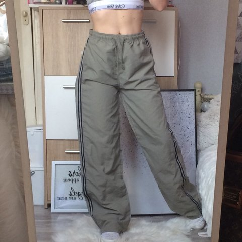 d85a35181dc6 Brand New with tags green khaki highwaisted lightweight kids - Depop