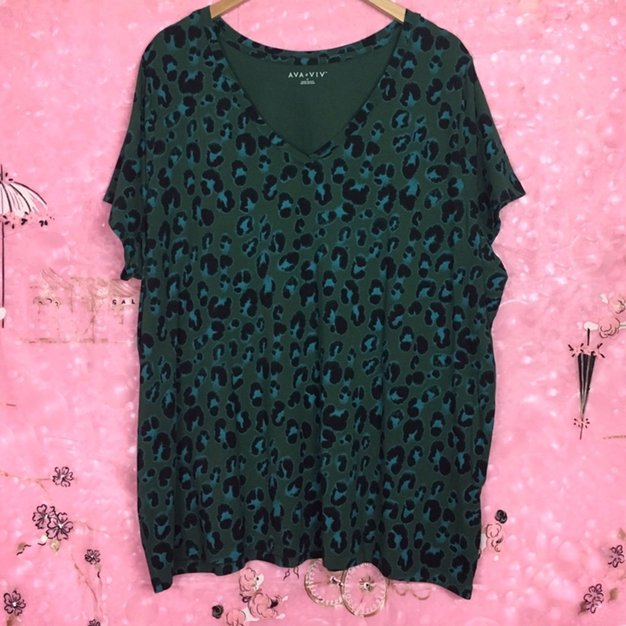 6641194b31a1d Green and Turquoise Leopard Print V Neck T Shirt