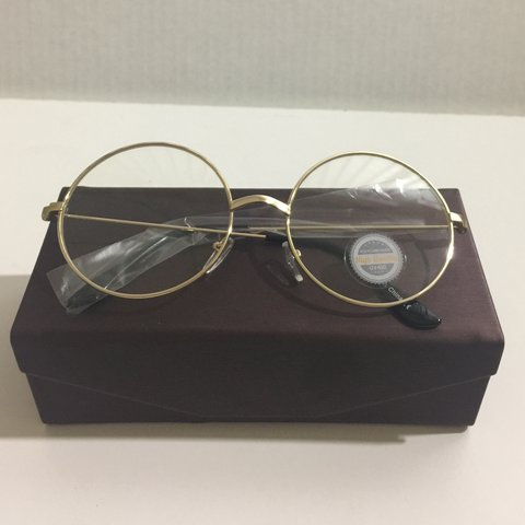 8dec7079b8ac A vintage unisex style of sunglasses featuring a metal frame - Depop