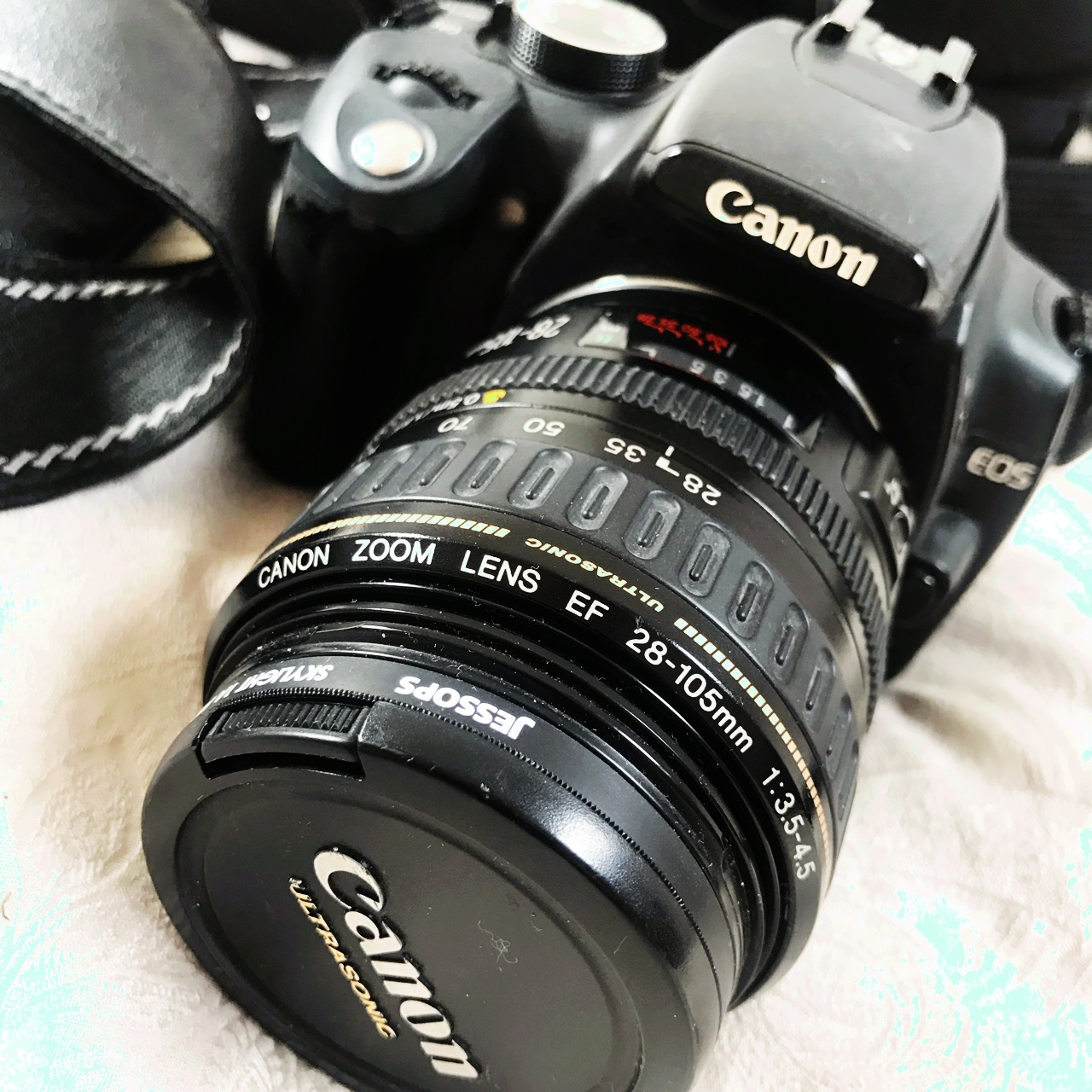 Canon DS126071  Everything perfect with accessories
