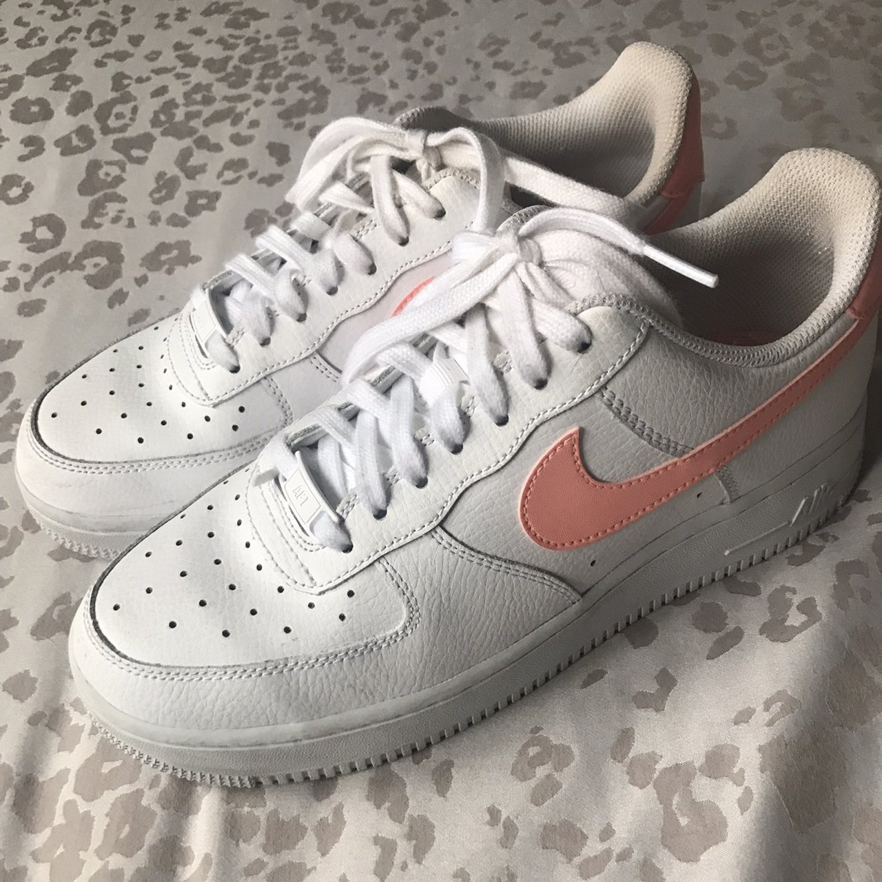 514f2c1cd7 10/10 condition NIKE AIRFORCE 1 with peach tick. Worn a of a - Depop