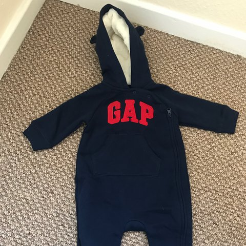 057a7127 @jodienicole96. 2 years ago. Perton, United Kingdom. BABY GAP SNOW SUIT  WORN ONCE SIZE 3-6 MONTHS £7