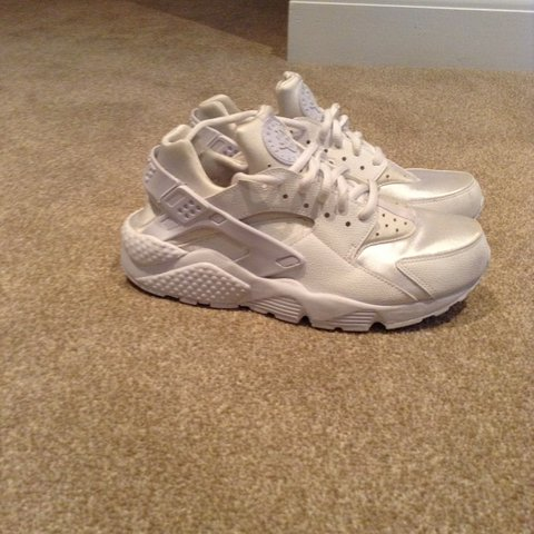 ad225210b13a6 Size 6 triple white huaraches. 9 10 condition-worn once.Very - Depop