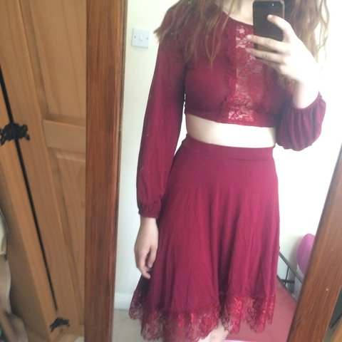 d0cb915f4182ea Lush boohoo co ord set✌ includes berry skirt and top