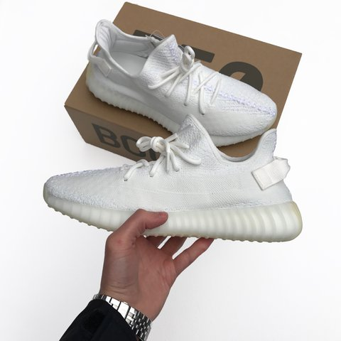 5c108914e77d9  iconicgrade. 2 years ago. United Kingdom. Adidas Yeezy Boost 350 V2 Triple  White. Size 10.