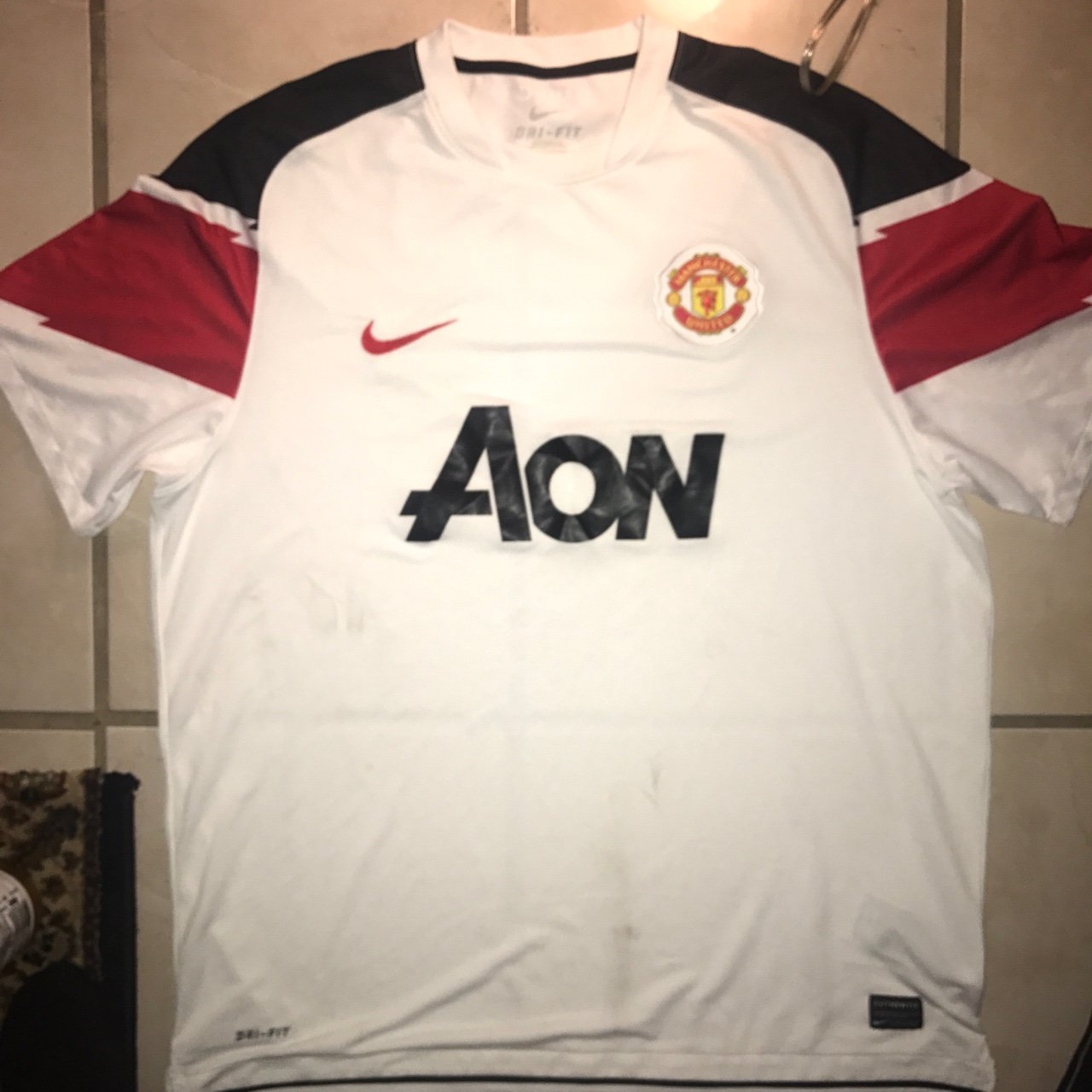 MANCHESTER UNITED MAN UNITED JERSEY KIT WHITE SIZE XL LIKE - Depop 43cfb85a2