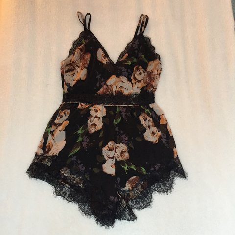 4d3f1ff9ddf8 Missguided floral playsuit with lace trim. Size 10. Worn so - Depop