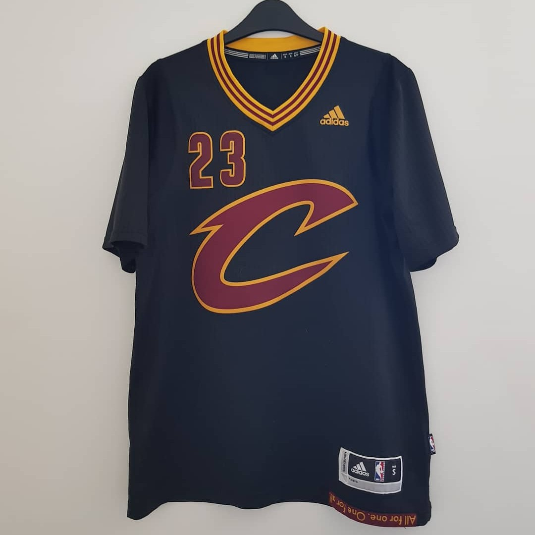 cheaper 602ee cd88a LeBron James Cleveland Cavaliers Jersey Size Small ...