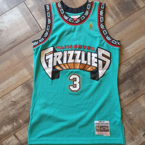 01d4d10c8 Shareef Abdur-Rahim Vancouver Grizzlies Jersey Size Small TO - Depop