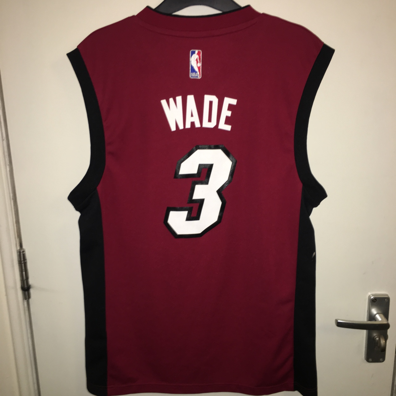 more photos 873e9 54b15 Dwayne Wade Miami Heat jersey in red small Retro... - Depop