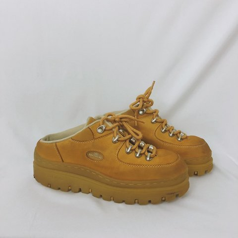 66a5e59ed33a AMAZING 90s Skechers Jammers!!!!! Tan   khaki coloring