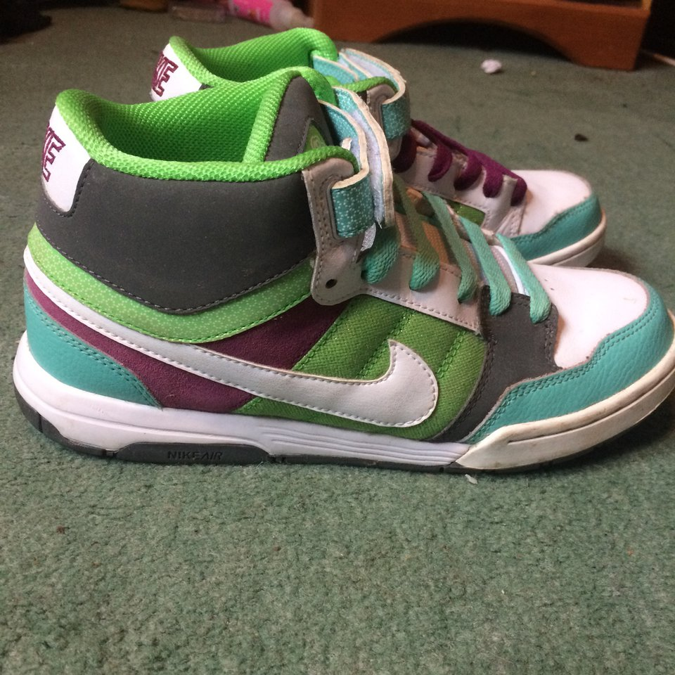 Old school nike high tops size 5 only