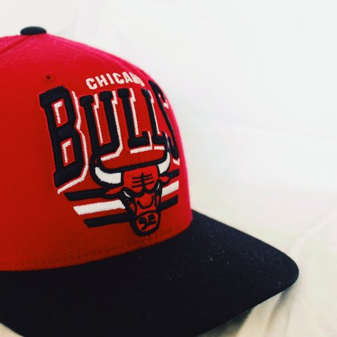 466cdc4d5a9 This Chicago Bulls hat is not in the best conditions but and - Depop