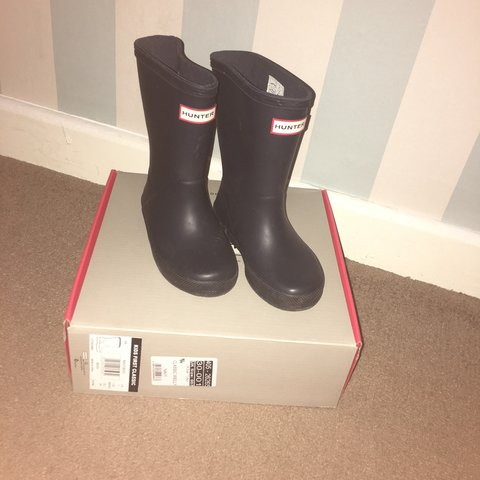 d353b03a5 Boys infant hunter wellies in excellent condition only worn - Depop