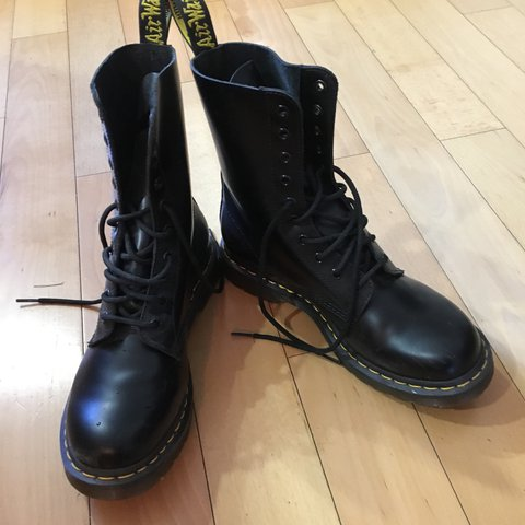 Dr. Martens 1490 10 Eye Boot f155a7c29068