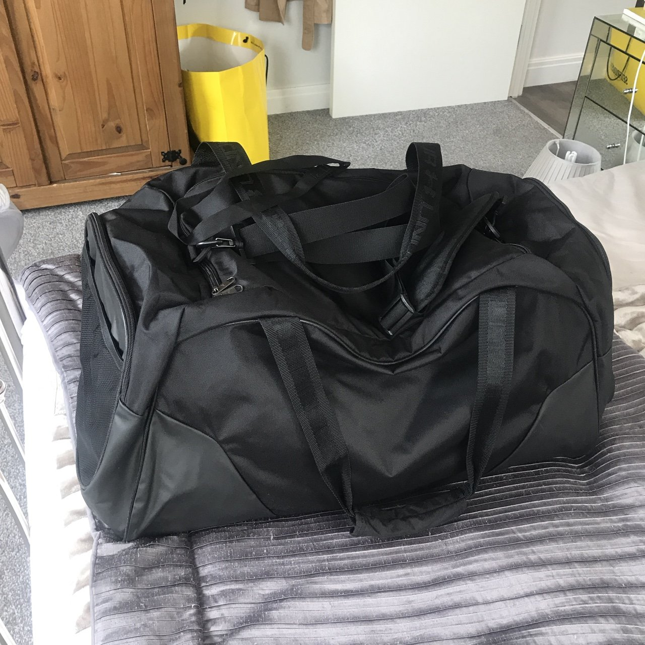 320febcb4ab7 Never been used BRAND NEW under armour huge gym duffle bag