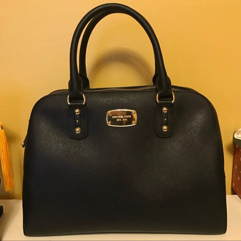 63e3da7c0a5e @hillaryz. 4 months ago. Chicago, United States. Michael Kors Handbag ✨  great condition // no noticeable signs of wear ...