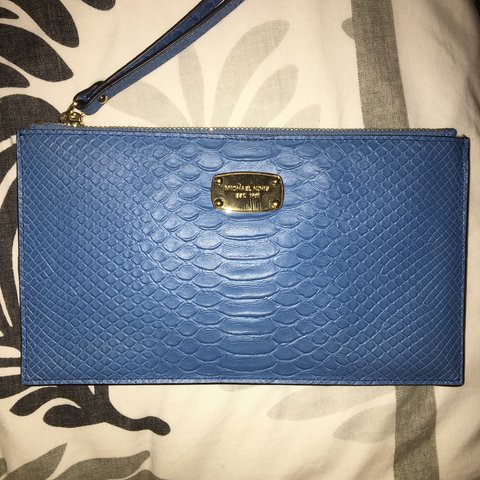 6b191e66d1c1 💎 thinking of selling.. blue michael kors purse/ clutch 💎 - Depop