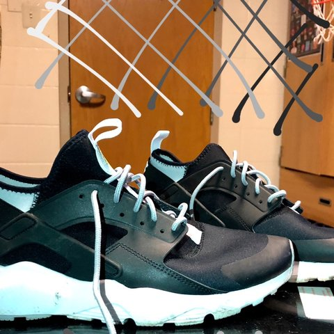 9def444f6b4b5 Nike air Huarache Size 11 Barely worn Almost dead stock to - Depop